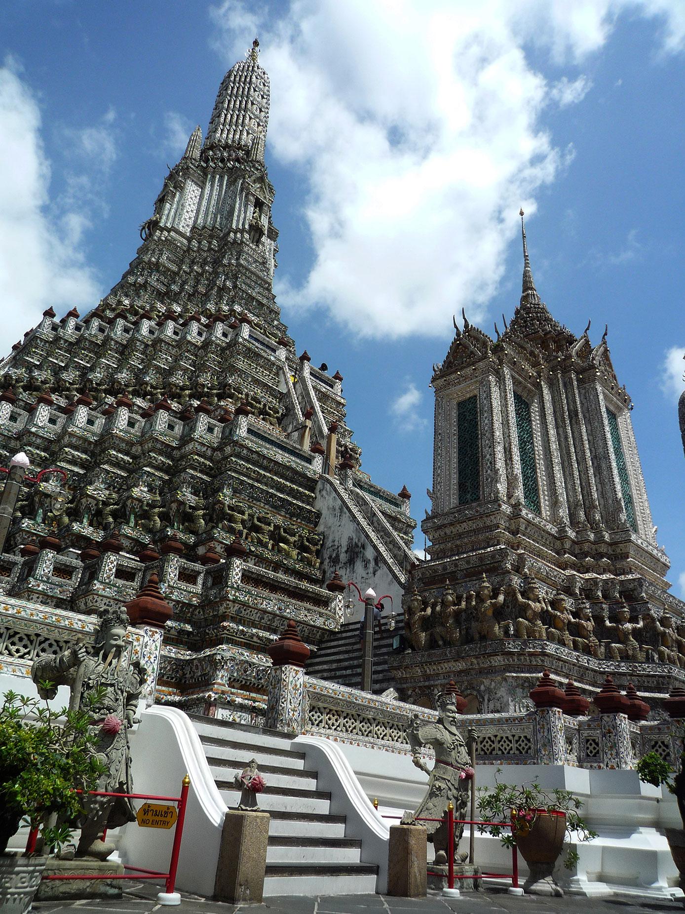 Wat Arun (Templo del amanecer) es uno de los principales templos budistas de Bangkok.