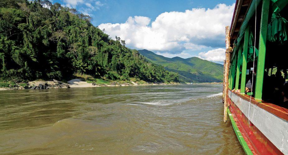 Travesía fluvial al centro religioso de Laos